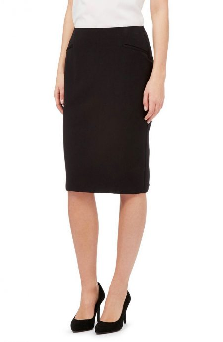 Womens knee length skirt with pockets.
