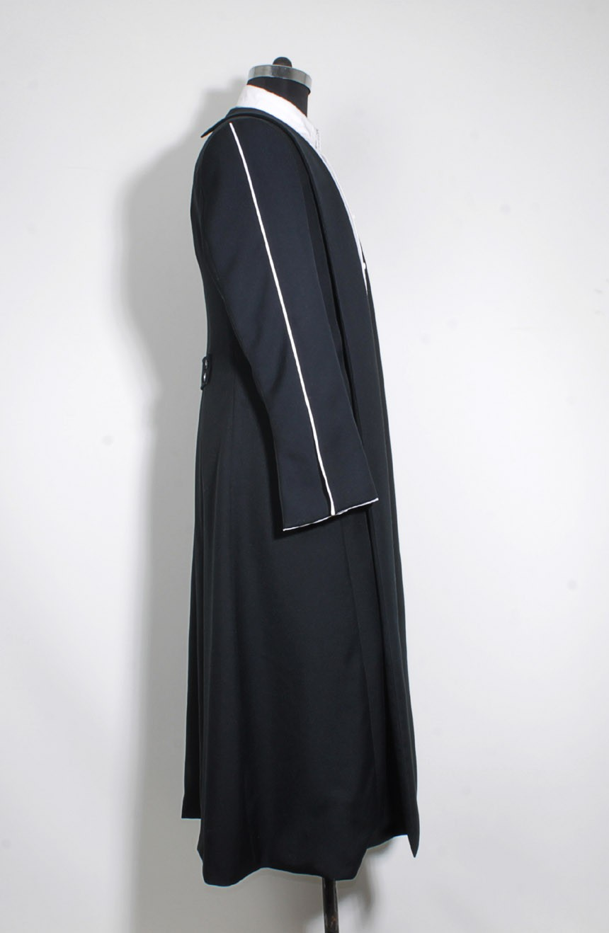Black wizard robe womens from the Fantastic Beasts for Percival Graves cosplay, a full right view.
