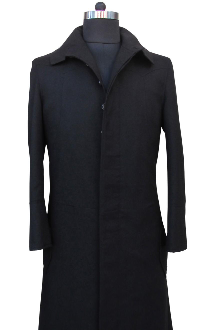 Matrix coat aka Neo trench coat black from the Matrix 1 movie, front close-up view.