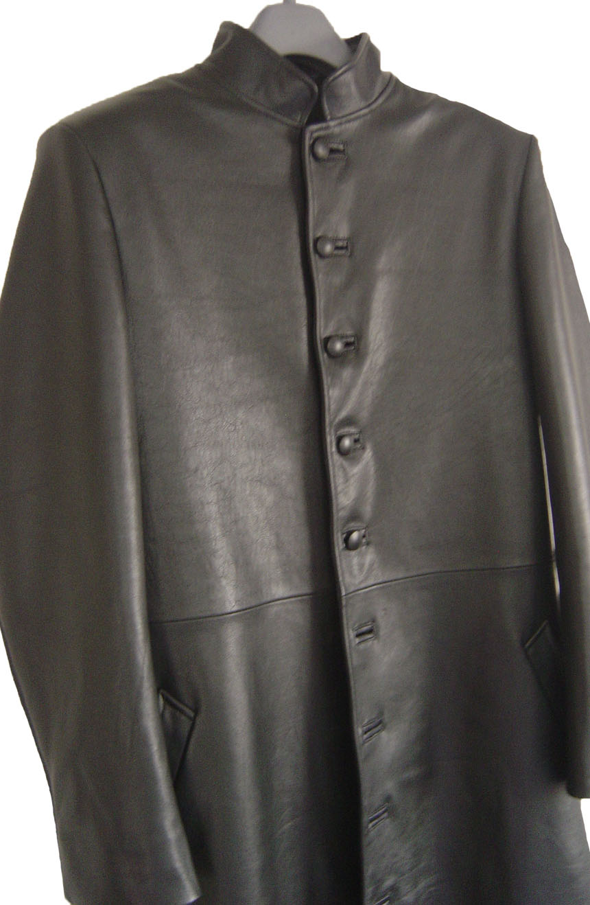 Neo leather trench coat replica from Matrix 2, a front close view.