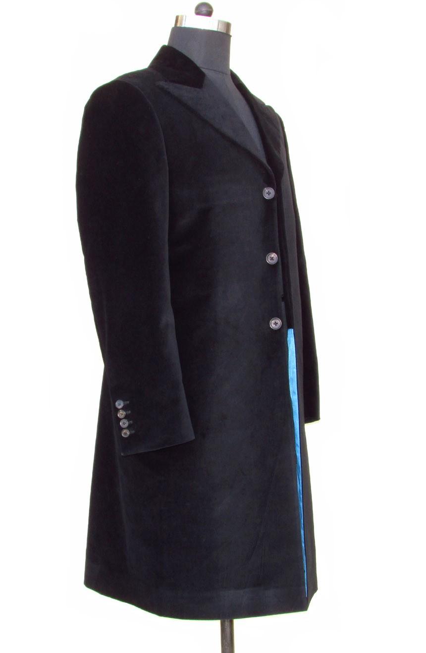 Womens 12th Doctor Who black velvet frock coat side view.