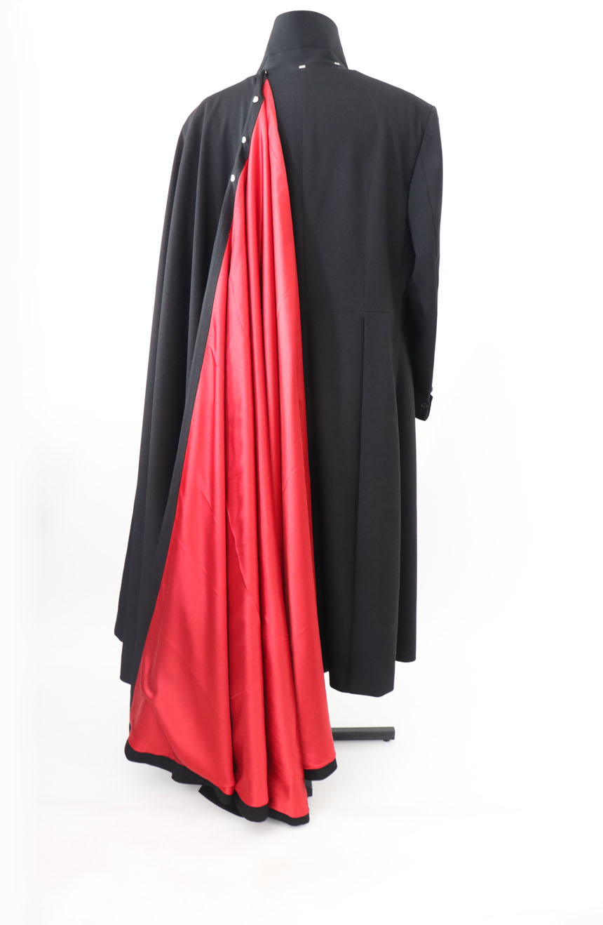 100% screen accurate shadow coat costume replica from the 1994 film The Shadow starring Alec Baldwin. The cape fastening view.