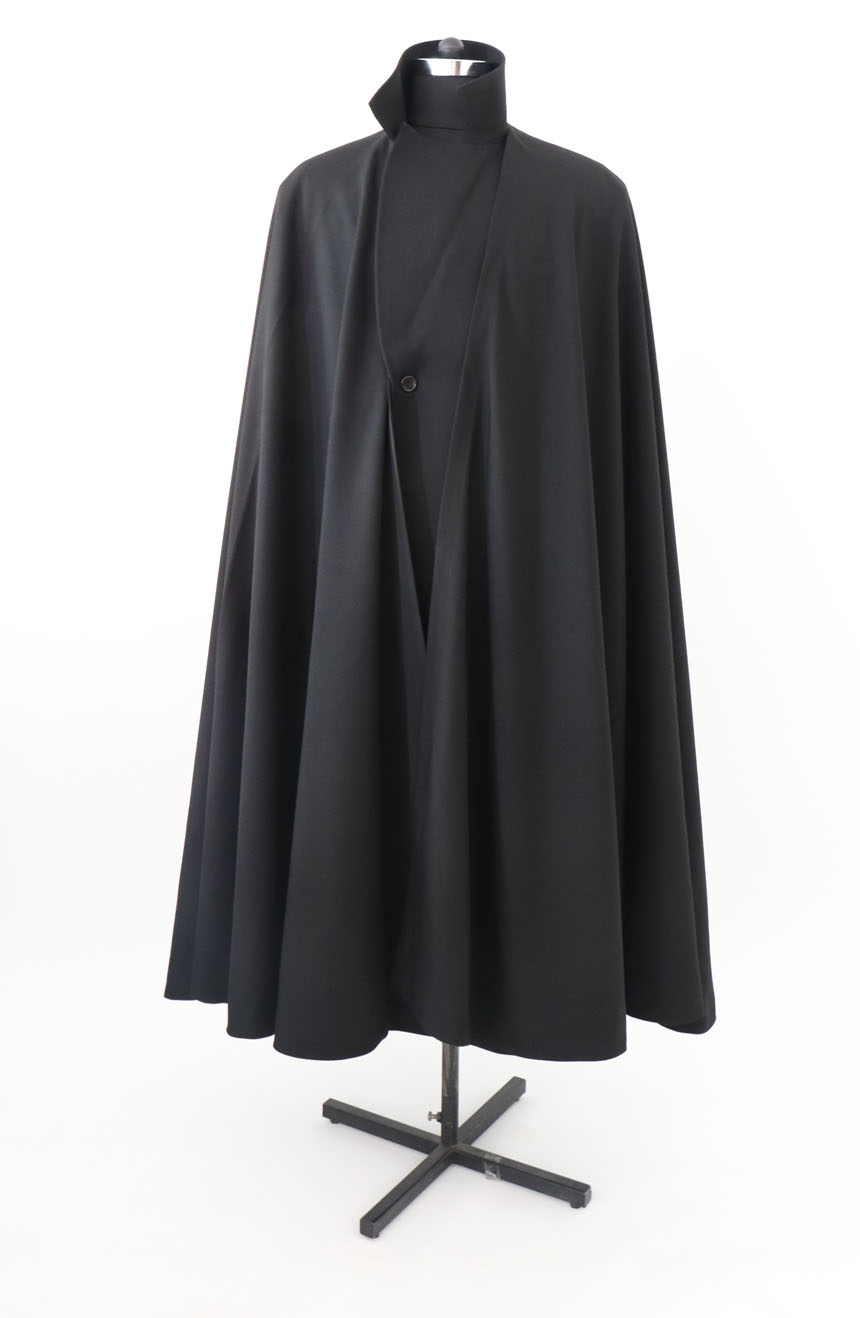 100% screen accurate shadow coat costume replica from the 1994 film The Shadow starring Alec Baldwin. A full-length cape front view.