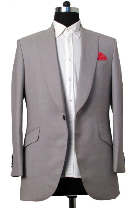 Brad Pitt grey suit in Oceans 11. A full front view.