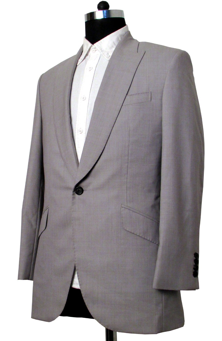 Brad Pitt grey suit in Oceans 11. A side view.