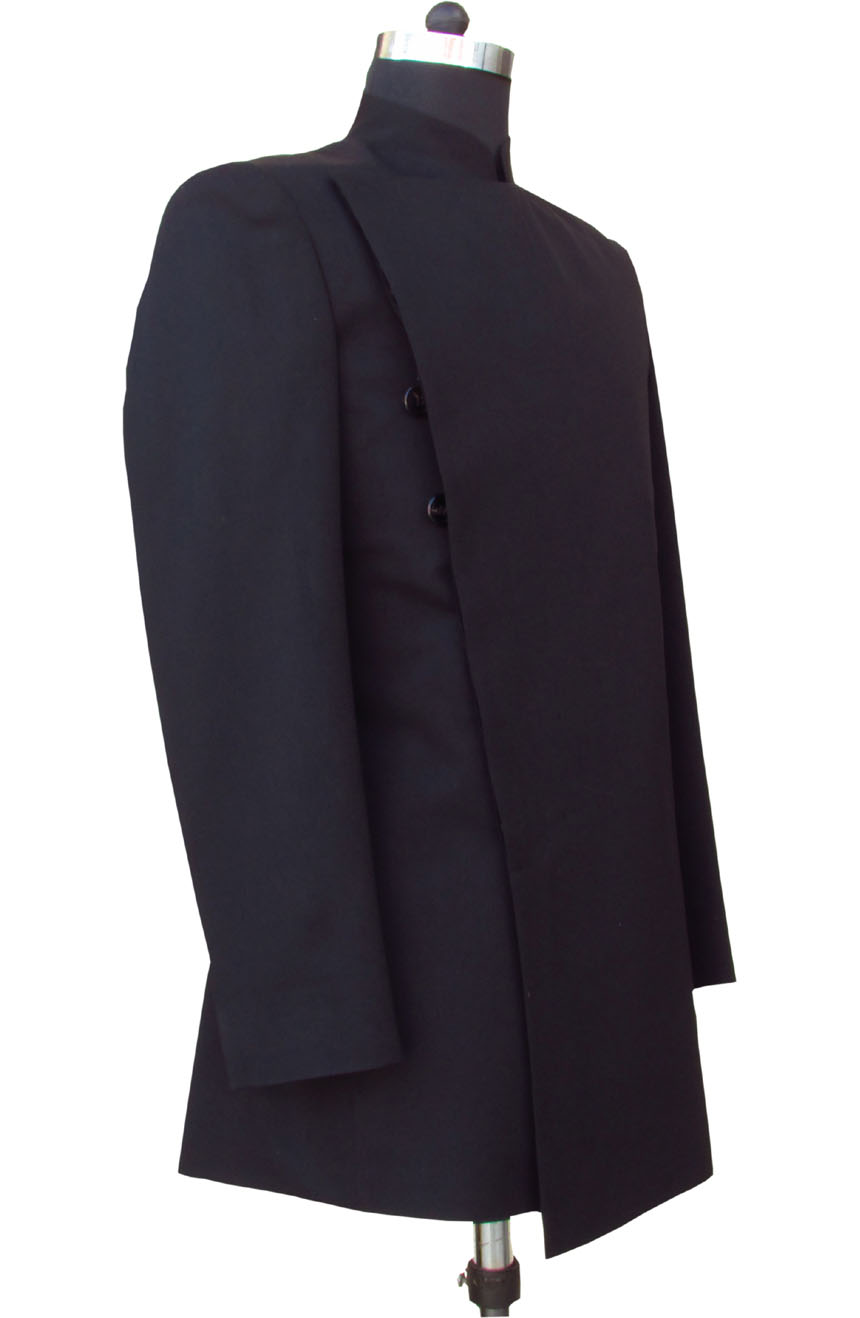 Count Dooku tunic from Star Wars. A full side-view.