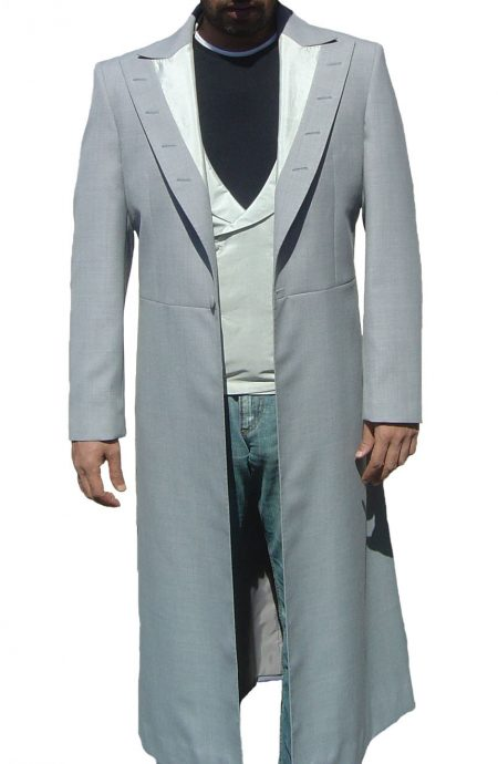 Dracula suit to cosplay Prince Vlad from Bram Stoker's Dracula. A full front view.