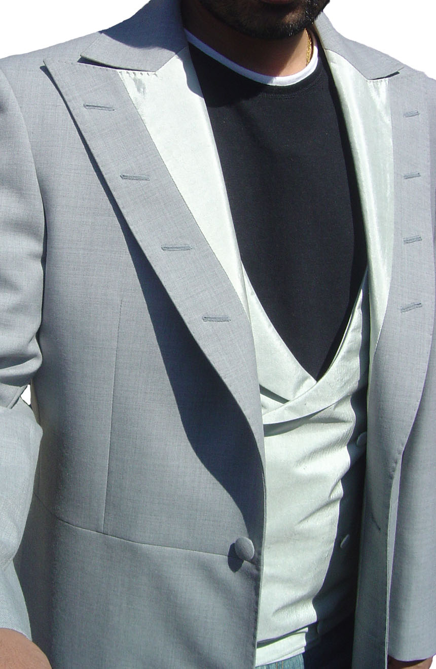 Dracula suit to cosplay Prince Vlad from Bram Stoker's Dracula. Front lapels view.